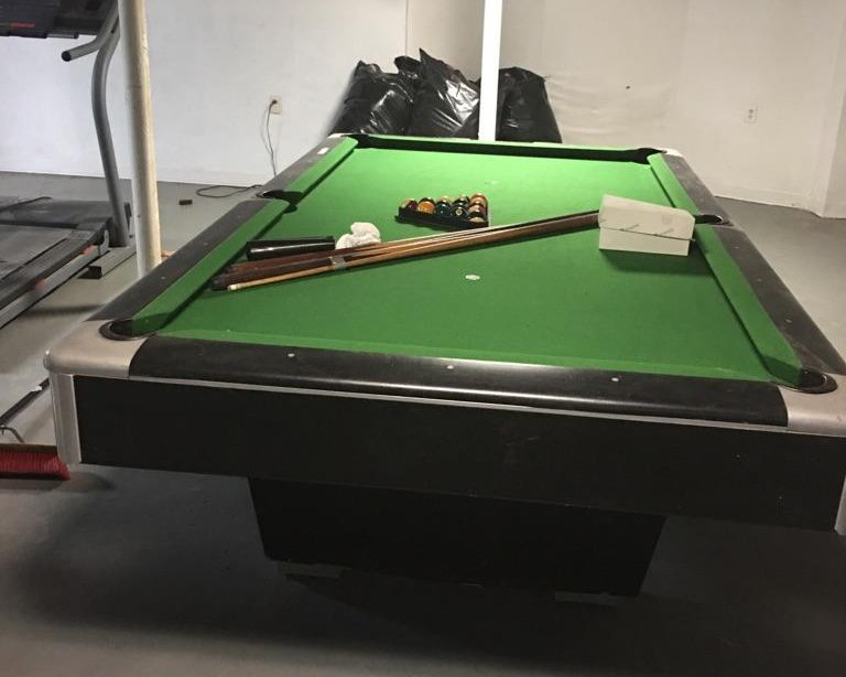 The Gandy Big G Is Recognized As One Of The Very Best Commercial Tables  Ever Built. This Oversized 8u2032 Professional Table Is In Great Condition.